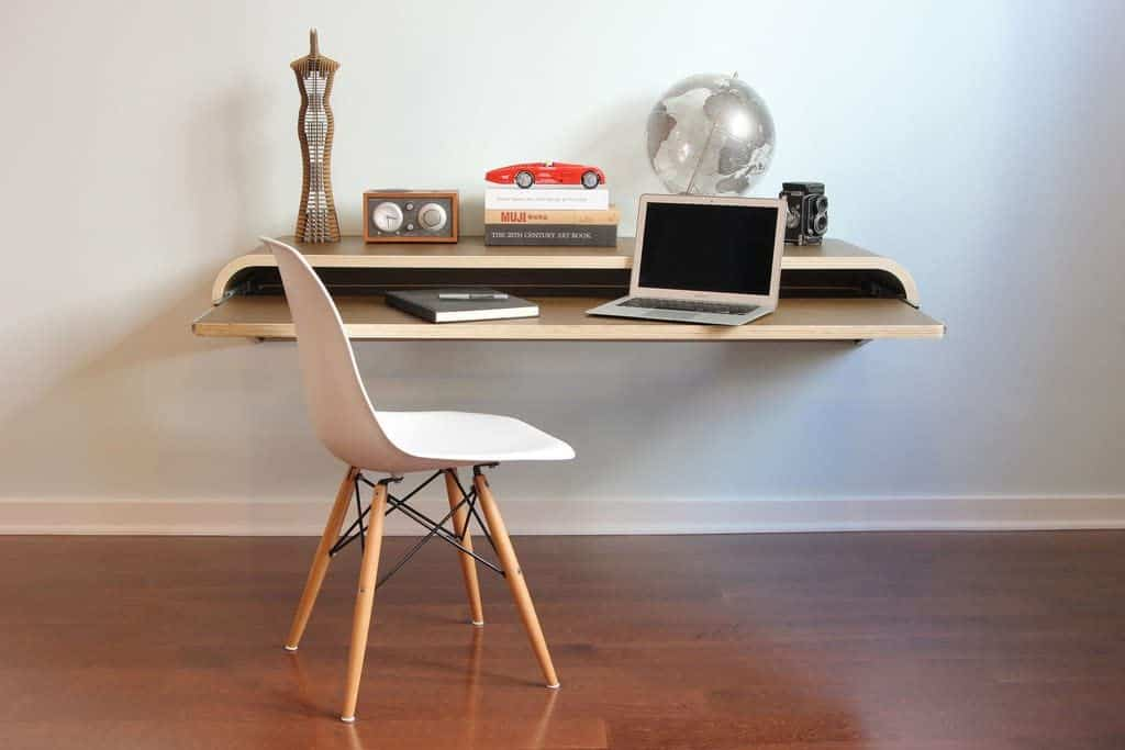 Minimalistic floating desk