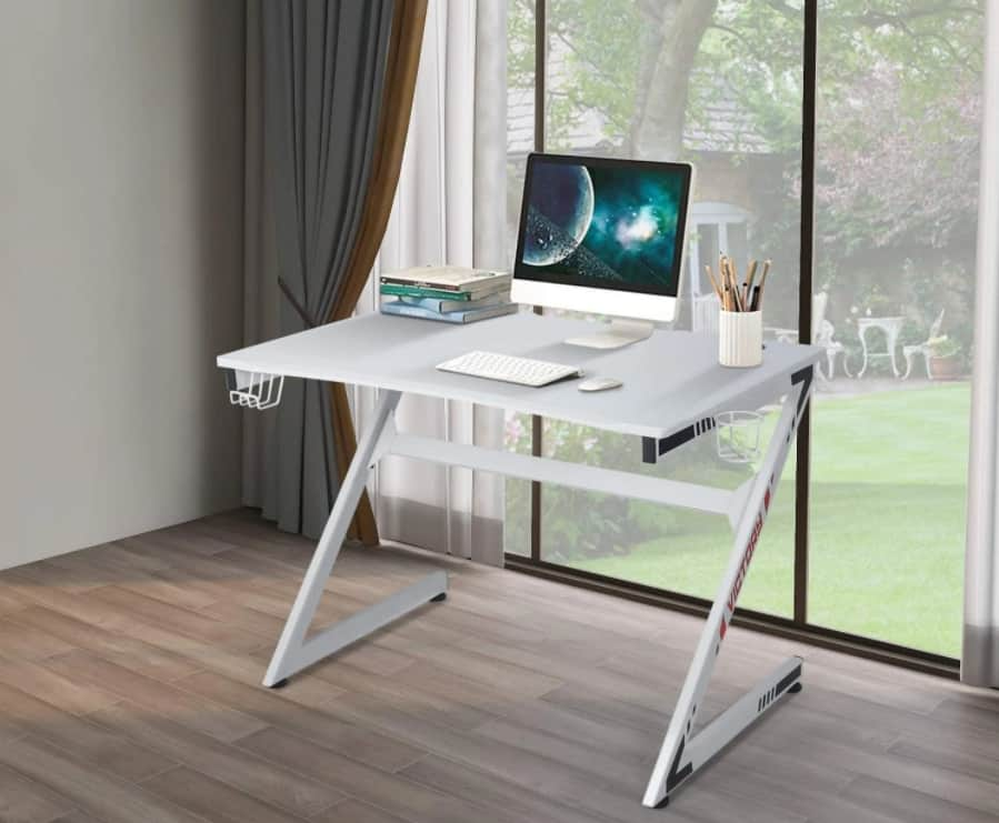 Z-shaped solid wood floating desk